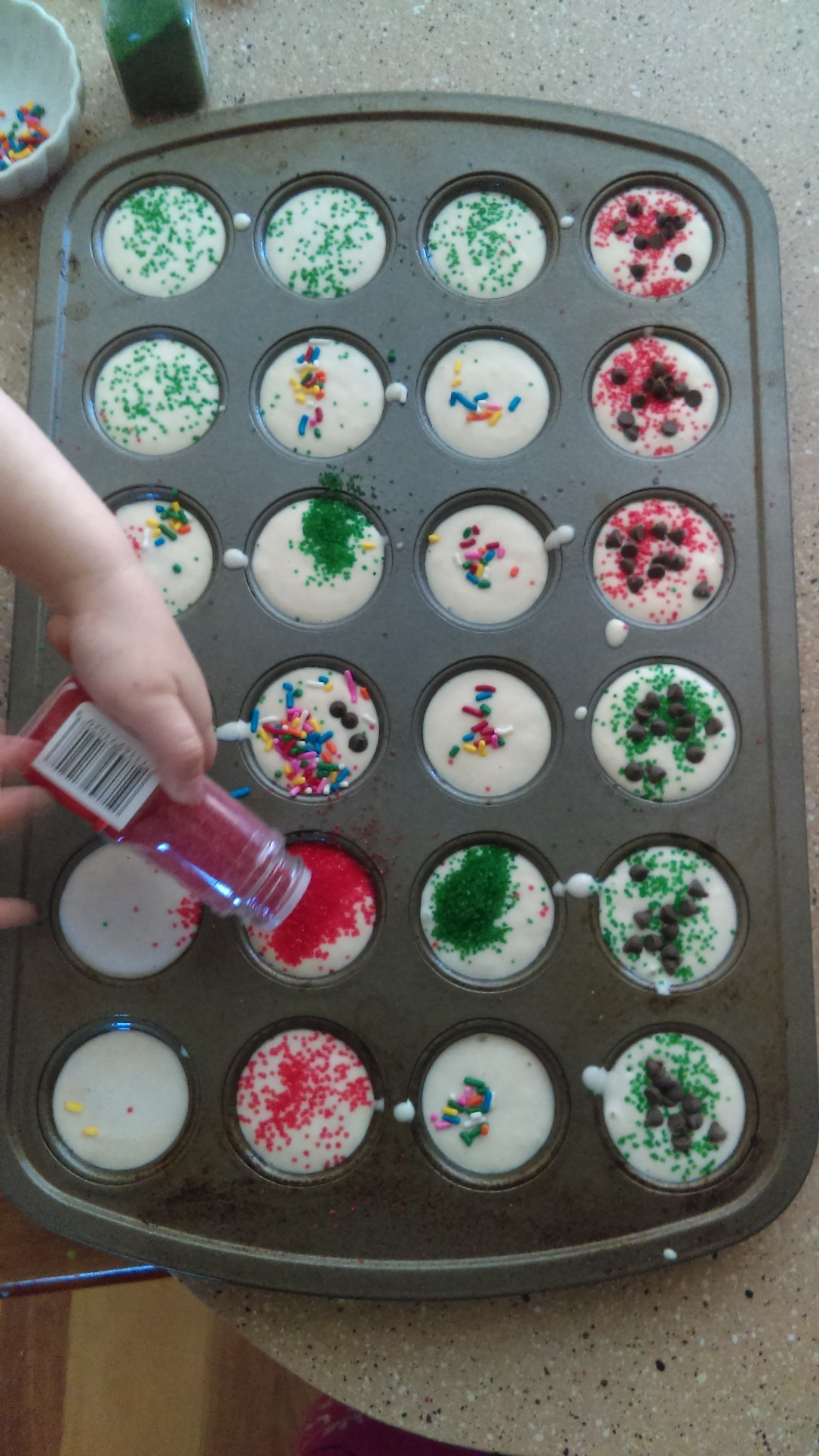 Pancake cupcakes are super easy and super fun for the kids! Not to mention you can freeze the leftovers foe the next time you need a quick breakfast!